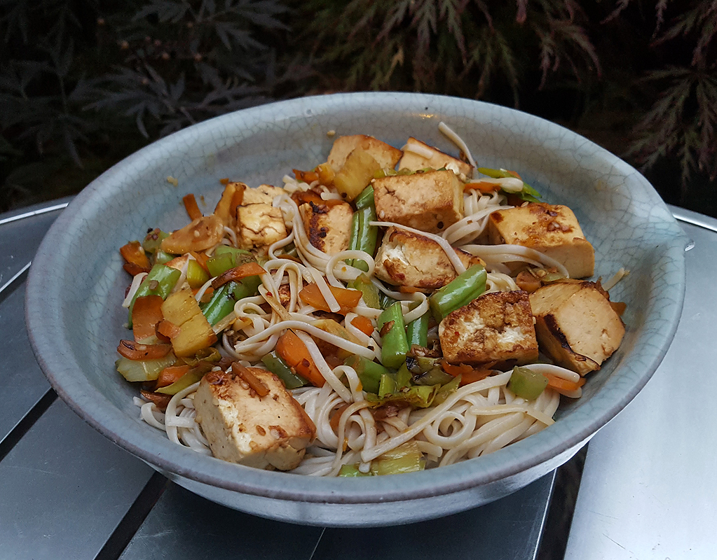 Noodles with stir-fried tofu and vegetables