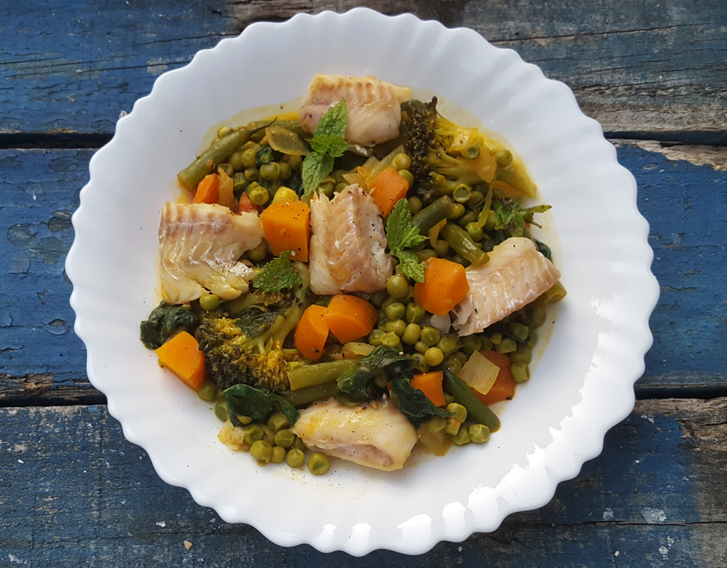 Spiced vegetable stew with steamed fish