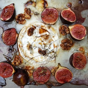 Baked Camembert with figs and walnuts