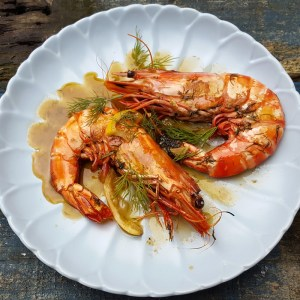 Jumbo prawns with Champagne and dill sauce