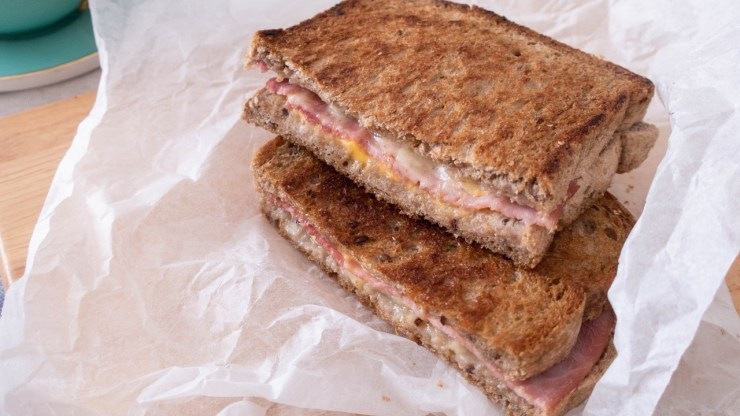 烘火腿芝士三明治早餐食譜