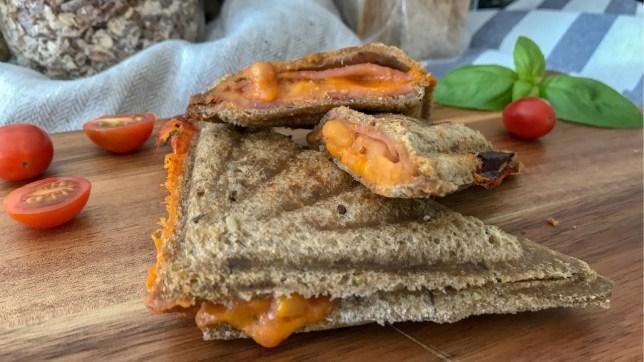 烤芝士火腿茄汁焗豆飛碟三文治早餐食譜
