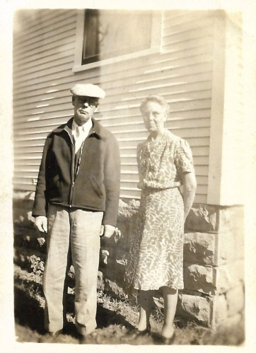 W. W. Phillis and Myrtle Hooper Phillis, dated October 1944, Independence, Kansas.