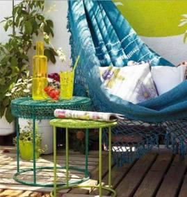 amenager-terrasse-hamac-bleu-table-mc3a9tallique