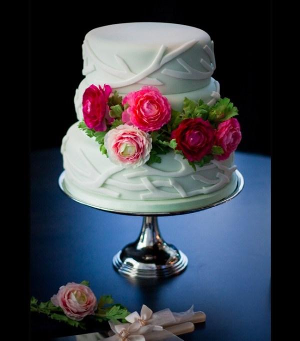 Pink flowers cake