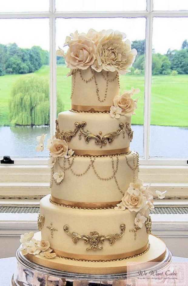 close up pic of the wedding cake