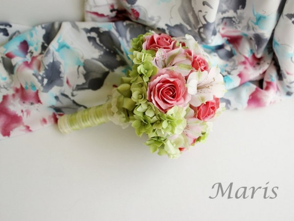 Tender white and pink bouquet