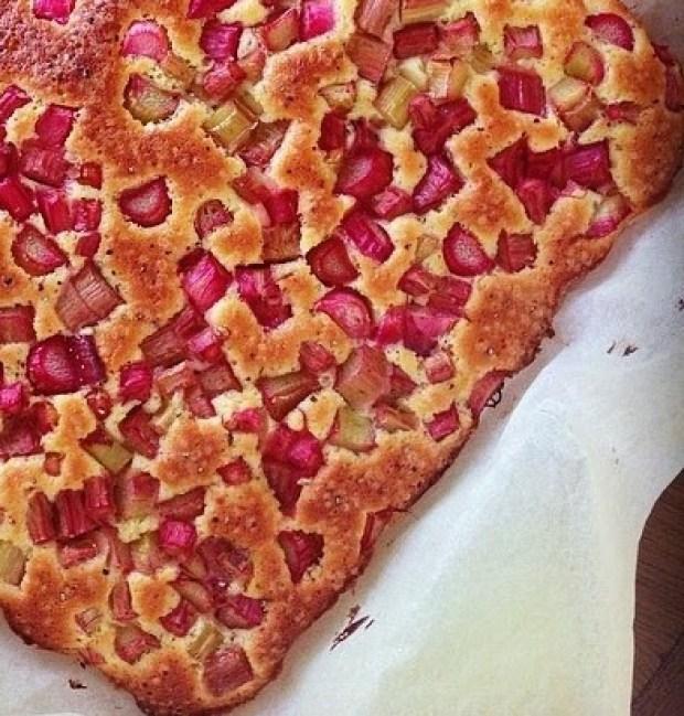 rhubarb cake