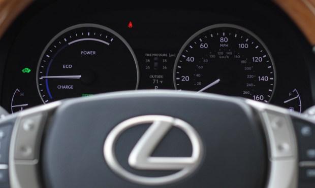 Lexus-ES300H-4.jpg