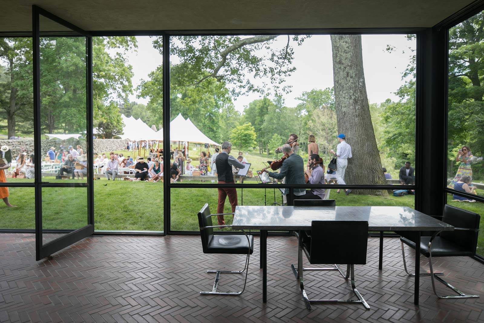 Philip Johnson Glass House returning to the philip johnson glass house – cool hunting®