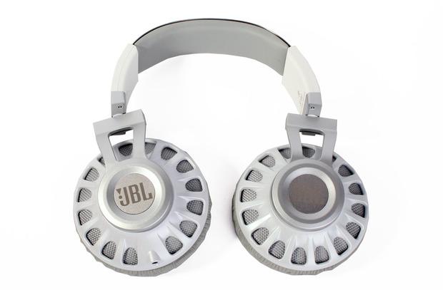 JBL-Synchrose-Headphone-Leather.jpg