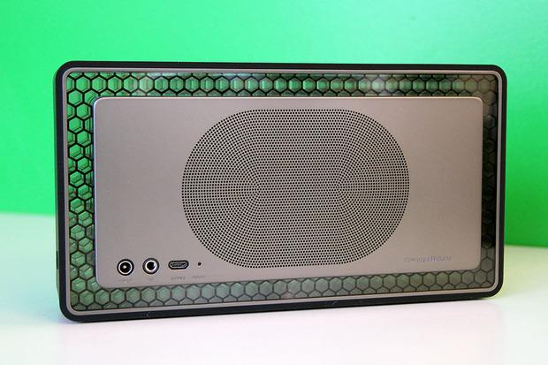 bowers-wilkin-t7-bluetooth-speaker-review-4.jpg