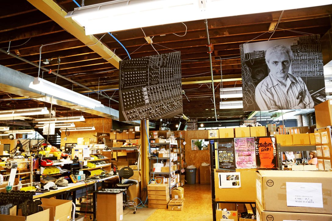 moog-factory-tour-Jeffrey-Delannoy.jpg