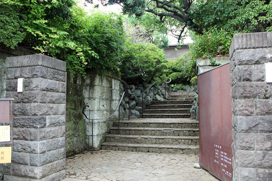 yakumo-saryo-entrance-meguro-ch.jpg