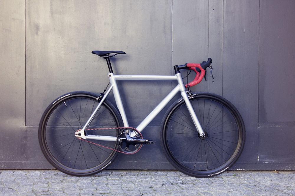 schindelhauer-viktor-red-bike-carbon-drive-1.jpg