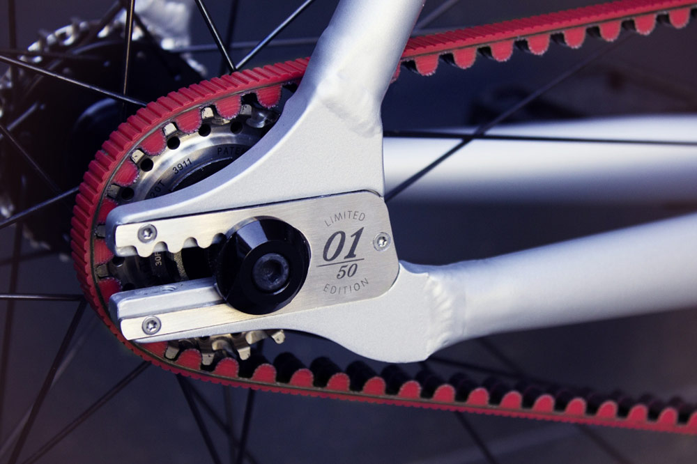 schindelhauer-viktor-red-bike-carbon-drive-2.jpg