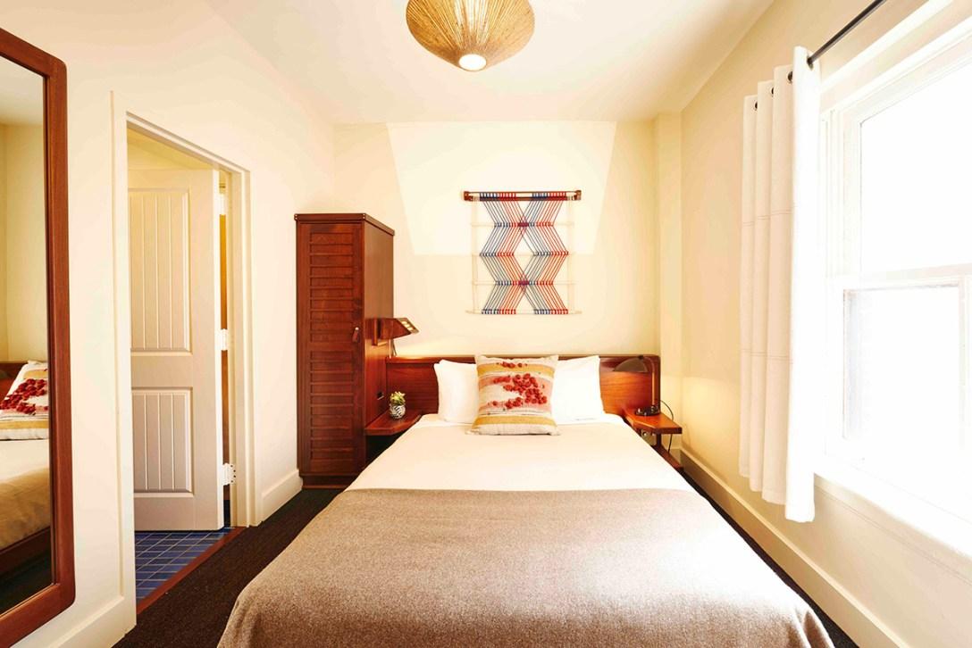 new-freehand-chicago-queen-room-design-hotel-hostel.jpg