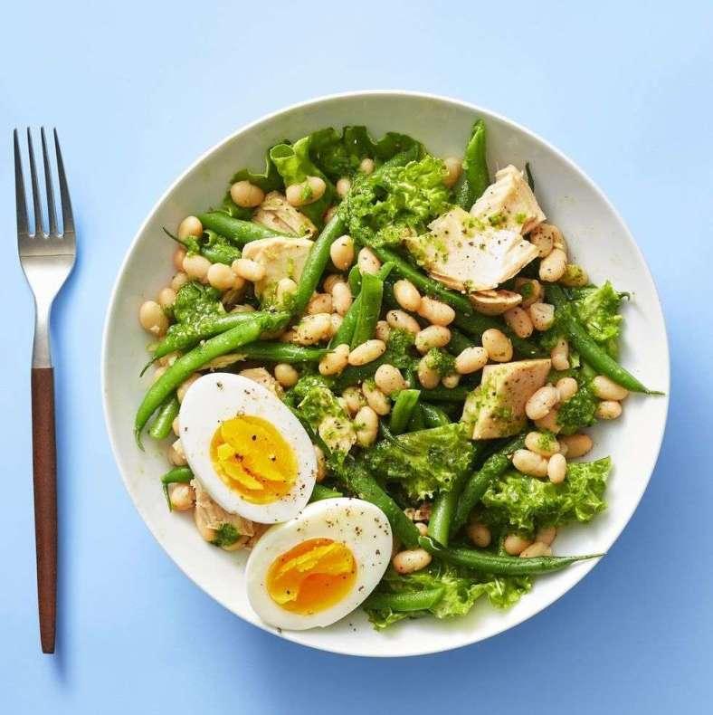 5. Salada de feijão branco e atum com vinagrete de manjericão