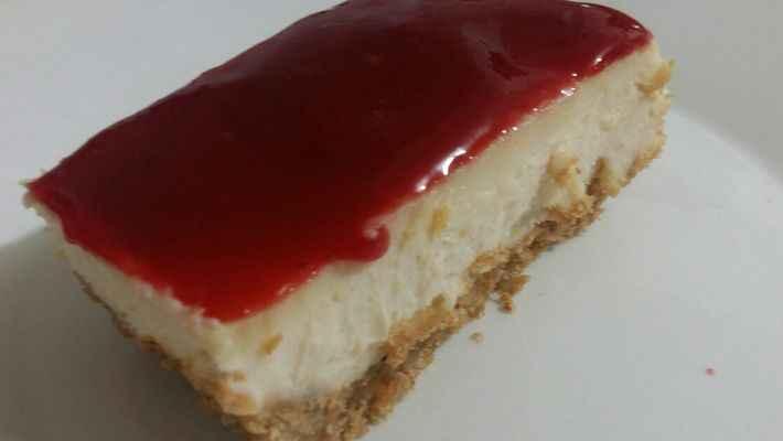 Cheesecake com geleia de framboesas