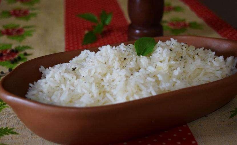 Como fazer arroz branco soltinho