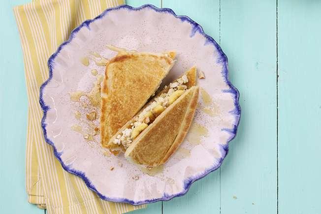 Receita de Sanduíche de banana com ricota e mel