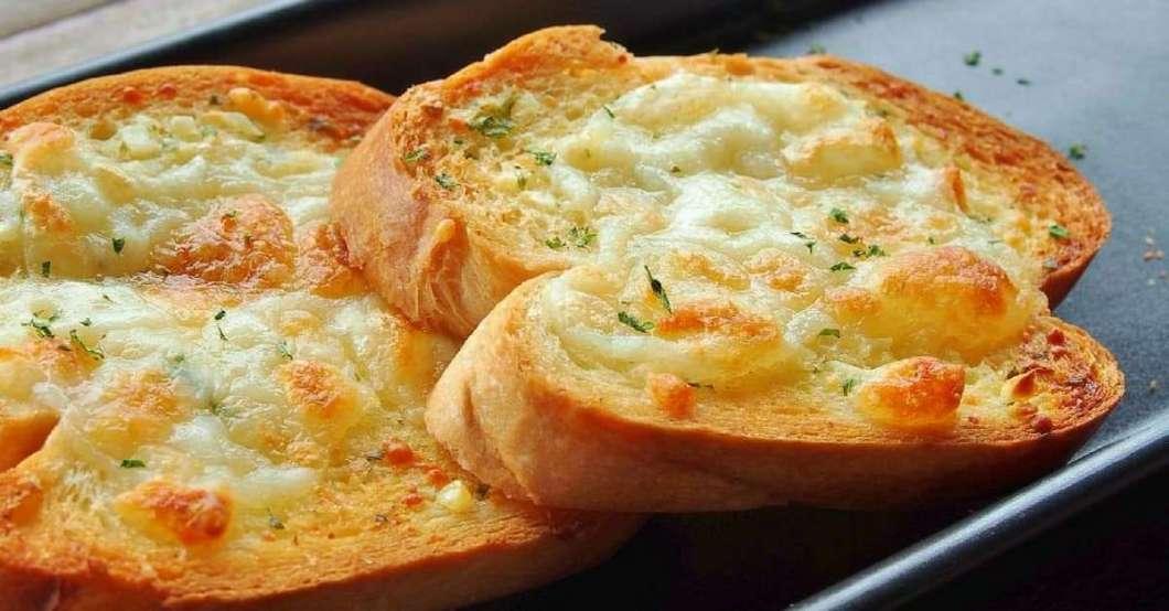 Deliciosa receita de pão de alho com queijo