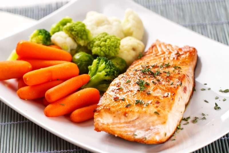 Receita de Salmão grelhado com legumes