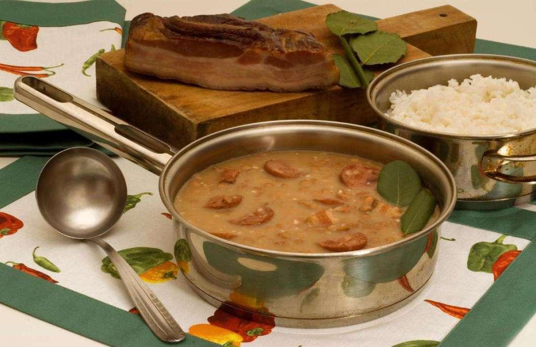 Receita de Feijão com bacon e linguiça