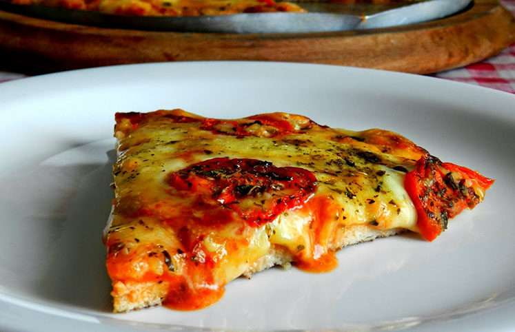 Receita de Pizza Low Carb Com Massa de Frango