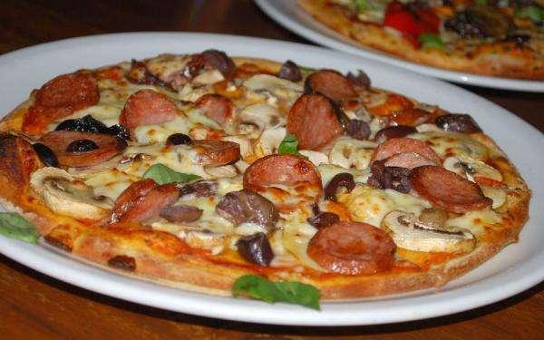 Receita de Pizza de liquidificador de calabresa