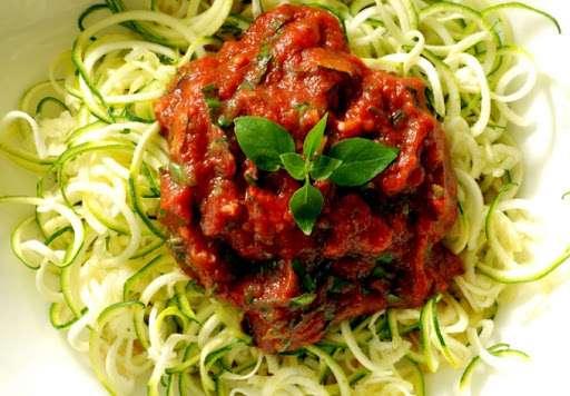 Receita de Espaguete de abobrinha ao molho bolonhesa