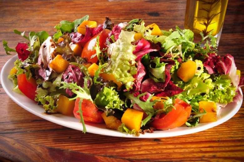 Receita de Salada Tropical com Alface