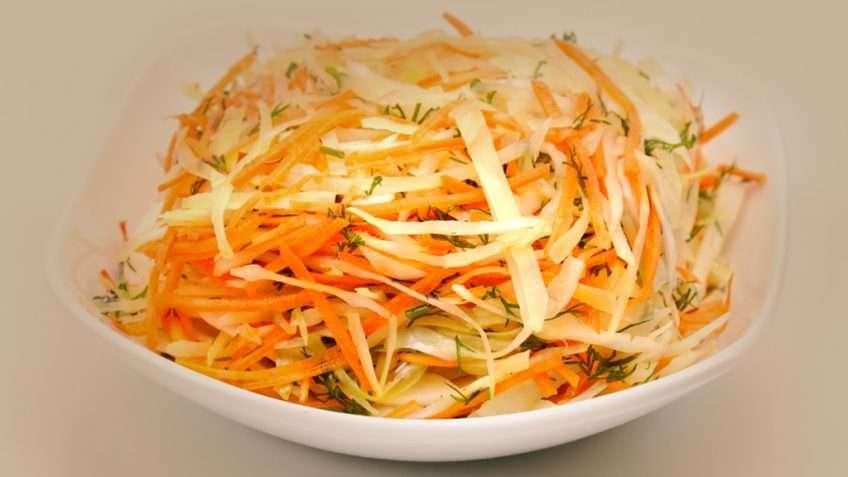 Receita de Salada de repolho, cenoura e pimentão
