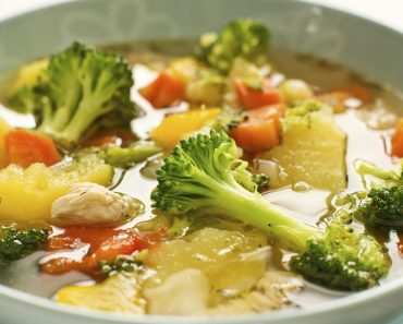 Receita de Sopa de frango e legumes