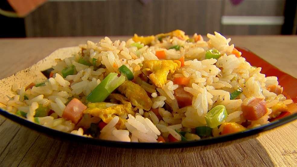 Receita de arroz com bacalhau desfiado