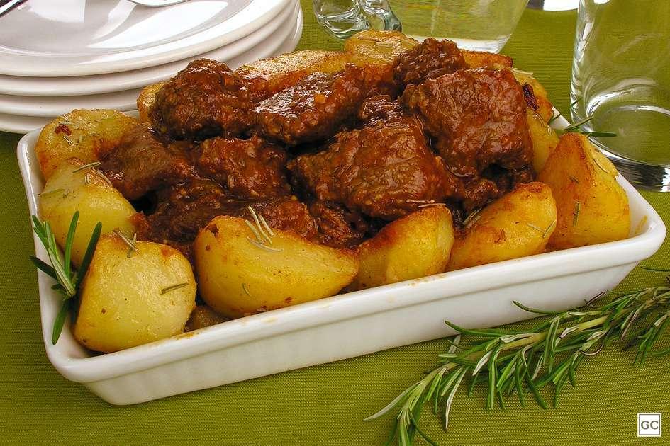 Receita de Carne de panela com batata dourada