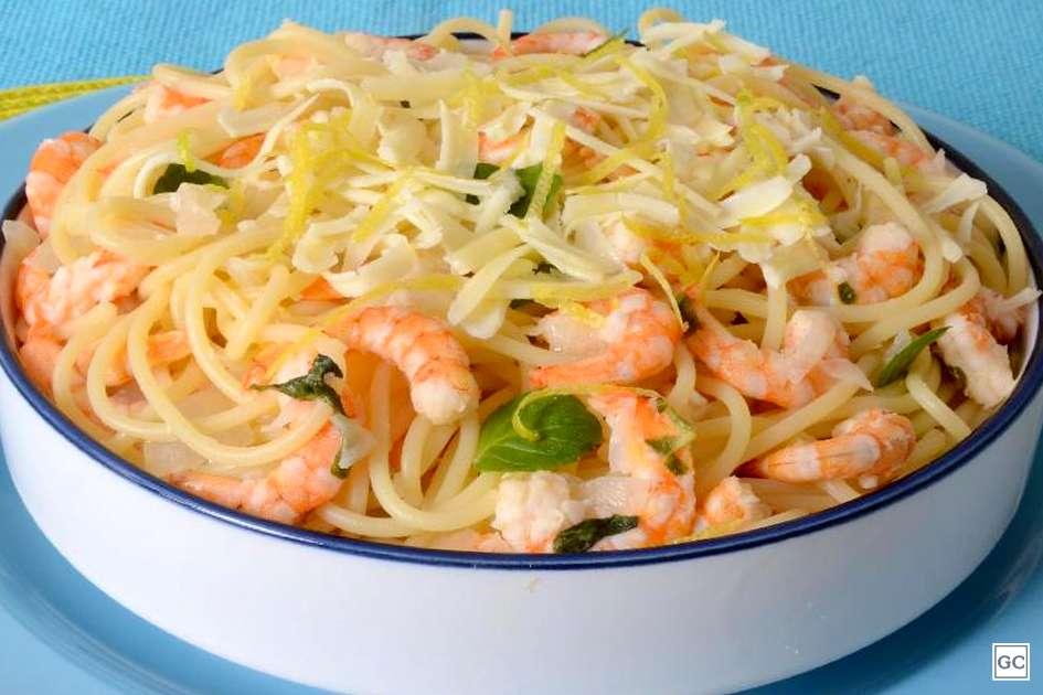Receita de Espaguete com camarão ao molho de limão siciliano