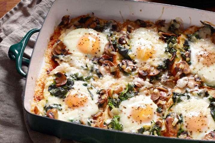 Receita de frango com cogumelos e ovos estrelados