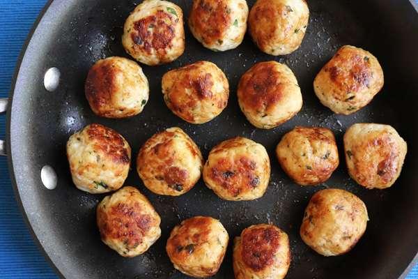 Receita de Almôndegas fritas com molho de tomate