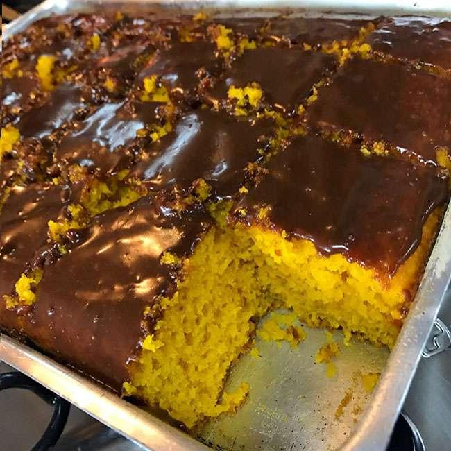 Receita de Bolo de Cenoura grande com Cobertura de Chocolate