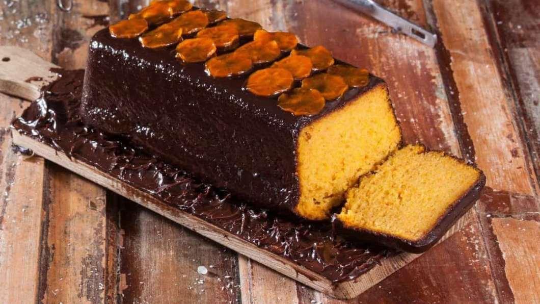 Receita de Bolo de cenoura com cobertura de chocolate Delicioso