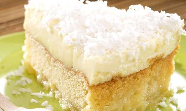 Receita de Torta invertida de abacaxi e coco