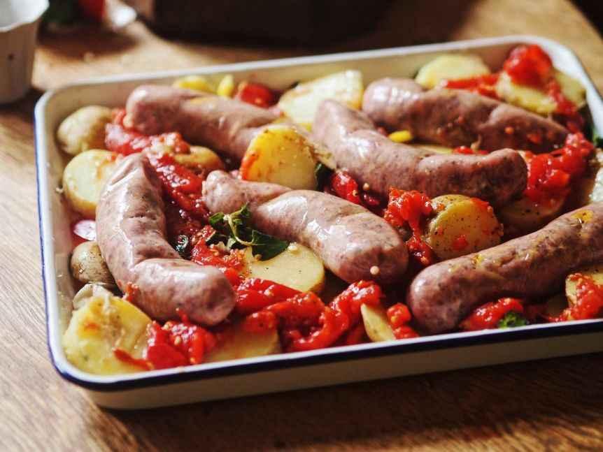 Receita de Linguiça no Forno com Tomates e Batata