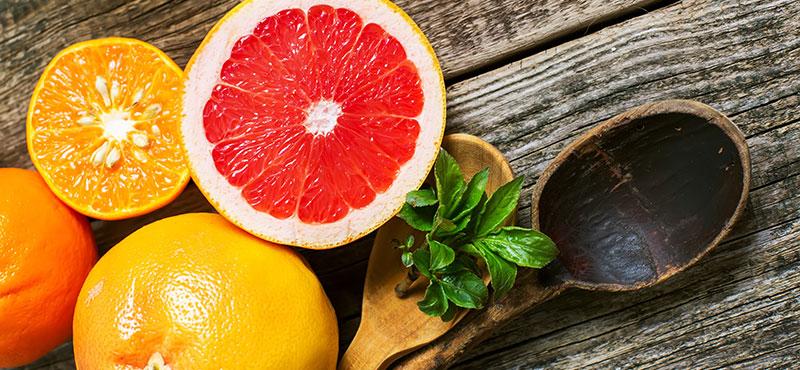 Nakrájený pomeranč, mandarinka, grep a citron