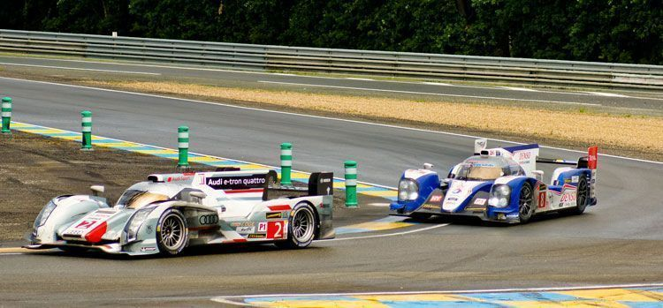 Audi_and_Toyota_LMP1_at_Le_Mans_2013