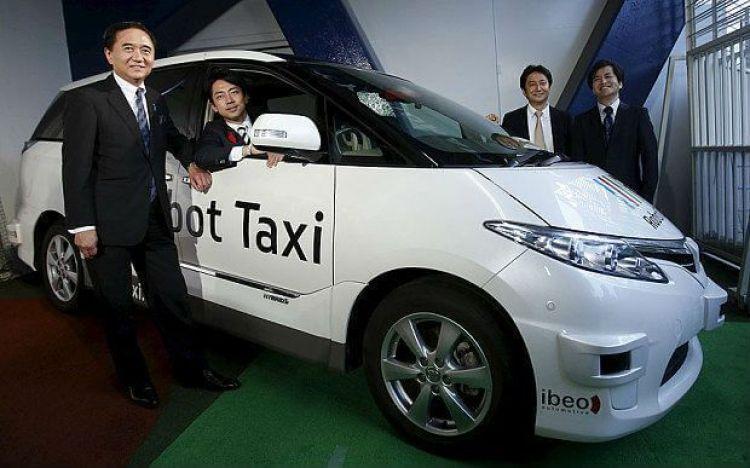 Presentación de Robot Taxi en Japón
