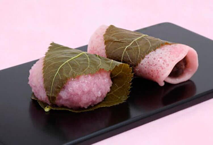 Sakuramochi son los pasteles de la época de la floración de cerezos.
