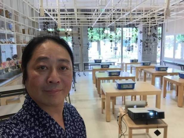Yoshihito Isogawa en su estudio de Tokio