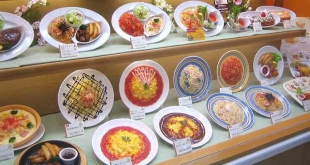 Réplicas en el escaparate de un restaurante japonés