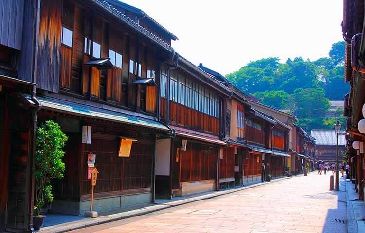 Una calle del hanamachi de Higashiyama, en Kioto.